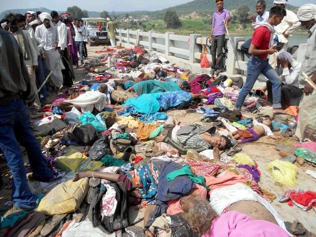 Estampida humana mata decenas de peregrinos