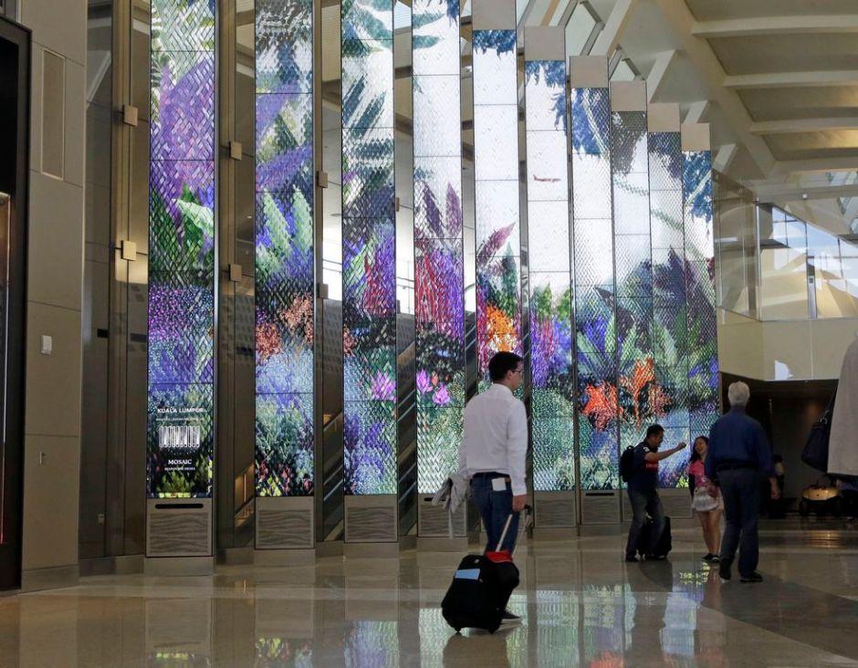 Investigan explosiones de hielo seco en aeropuerto de LA