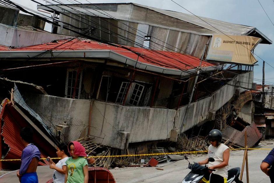 Van 300 réplicas tras terremoto en Filipinas