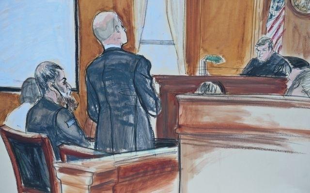 El juez Nazih al Raghie (derecha) fijó la próxima comparecencia de Al Libi (sentado) para el próximo día 22 de octubre.