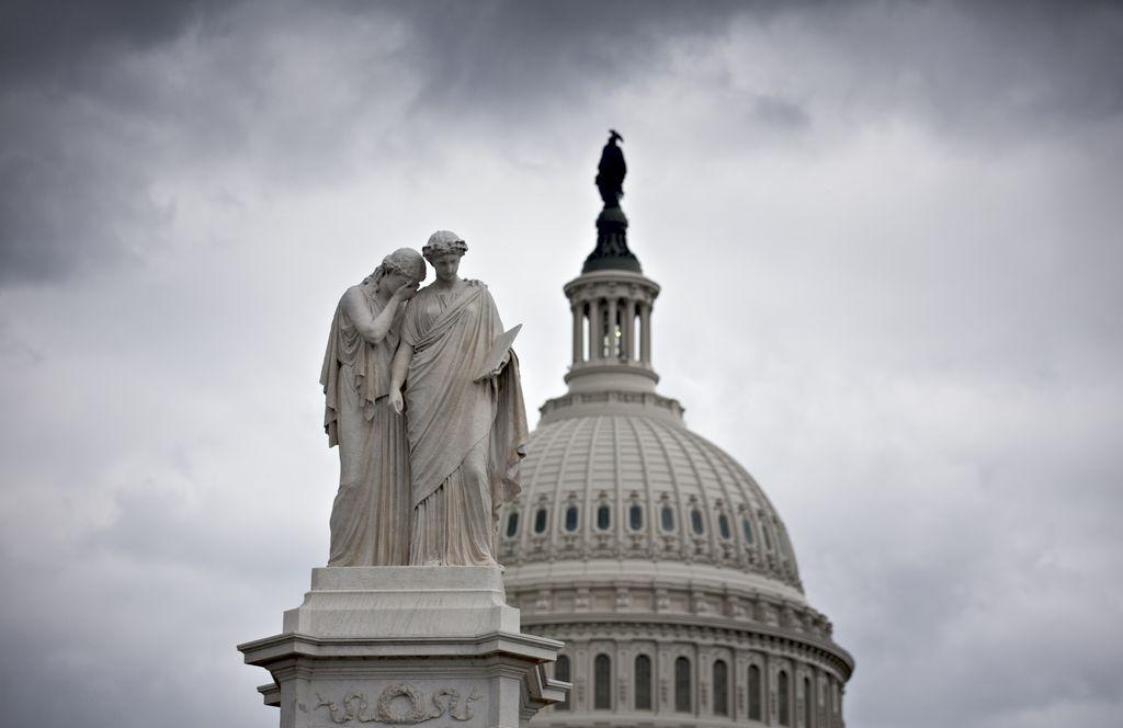 Este martes se podría ver una luz al final del túnel en la crisis política en Washington que ha mantenido cerrado el gobierno desde hace quince días.