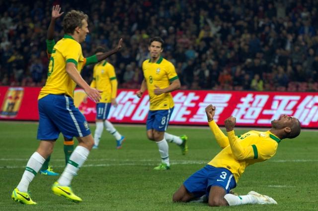 Con suplentes Brasil blanquea a Zambia