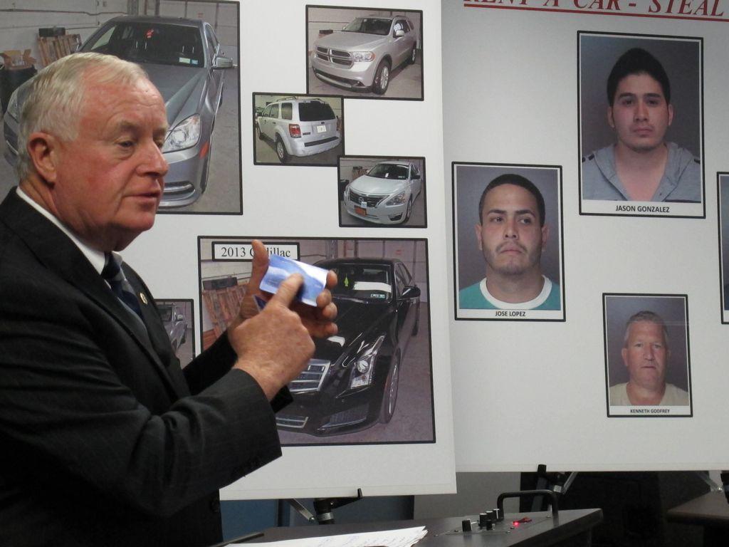Frenan robo de autos de lujo cerca de aeropuertos de NY