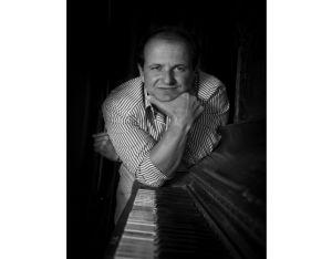 Compositor colombiano Julio Reyes no cree en disqueras
