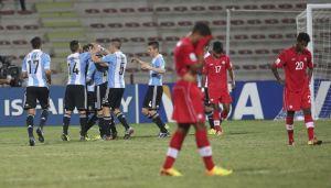 Argentina golea y avanza