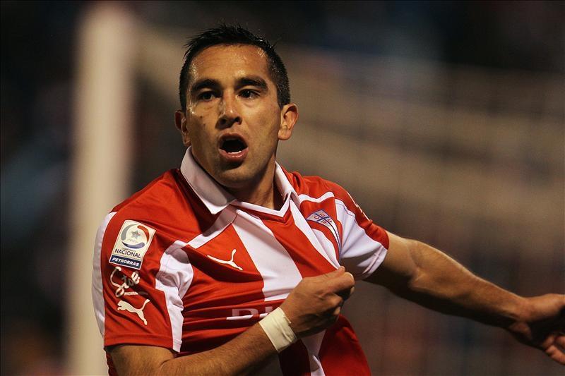Suspenden el clásico del fútbol chileno por ataques a un jugador