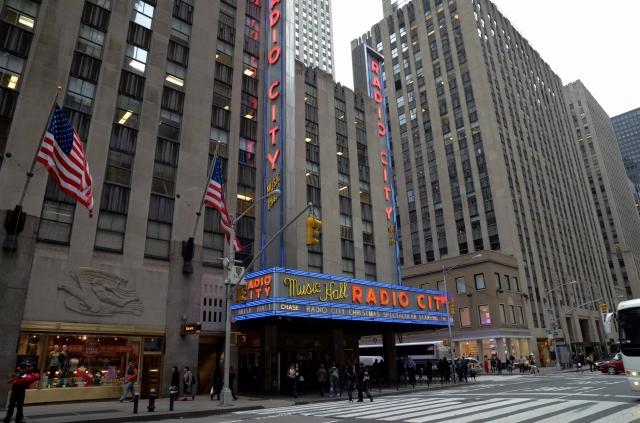 Ubicado en pleno corazón de la ciudad, Radio City Radio City es principalmente un escenario para shows, recitales, estrenos de cine y entrega de premios.