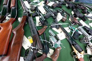 Urgen    control de las armas