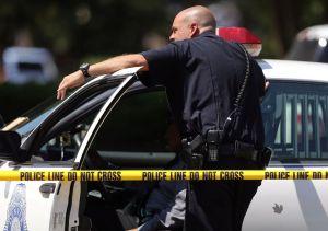 Policía detiene hombres armados en escuela de Denver