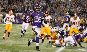 Vikings remontan y ganan 34-27 a Redskins