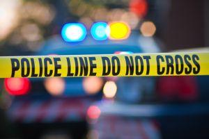 Choque de tres autos en El Bronx deja dos muertos