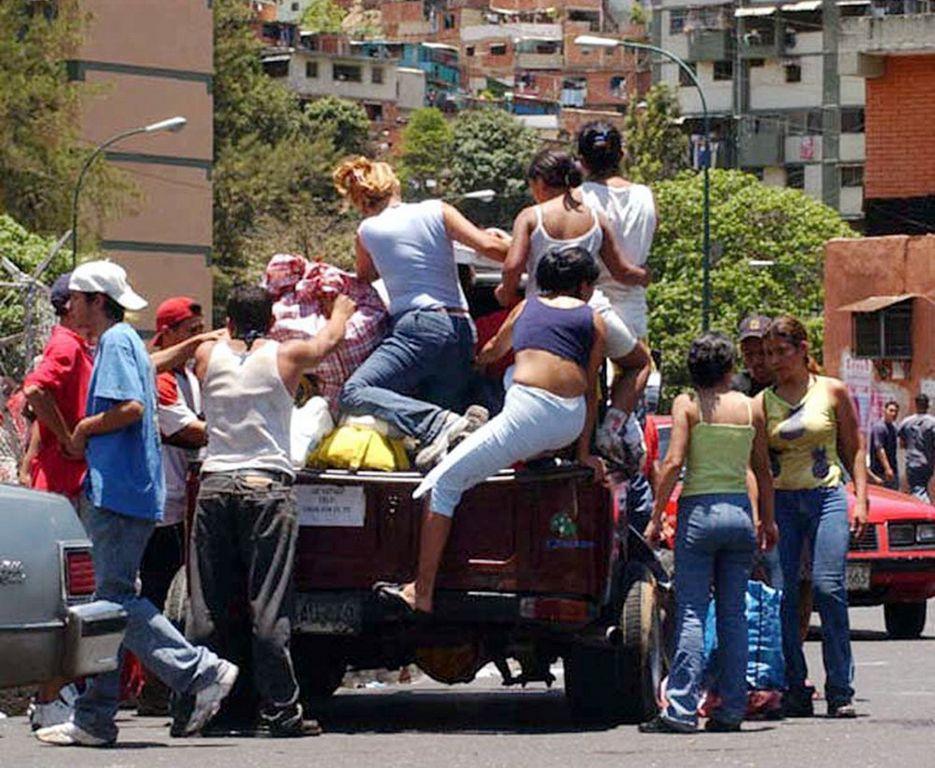 Saquean tienda en Venezuela, reportan varios detenidos