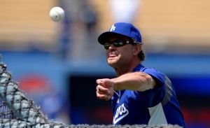 Mattingly sigue como mánager de los Dodgers
