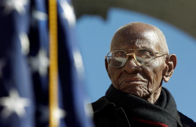 Homenaje a exsoldado centenario