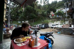 Negocios prosperan en las favelas tras expulsión de narcos