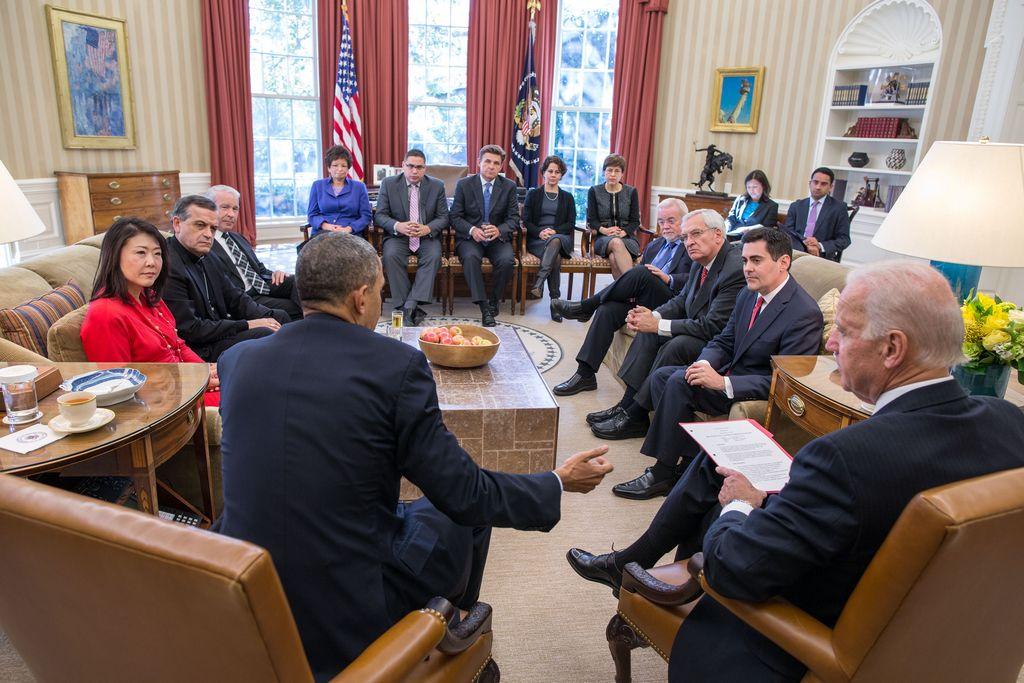 """Boehner insiste en """"no"""" y Obama en """"sí"""" sobre la reforma"""
