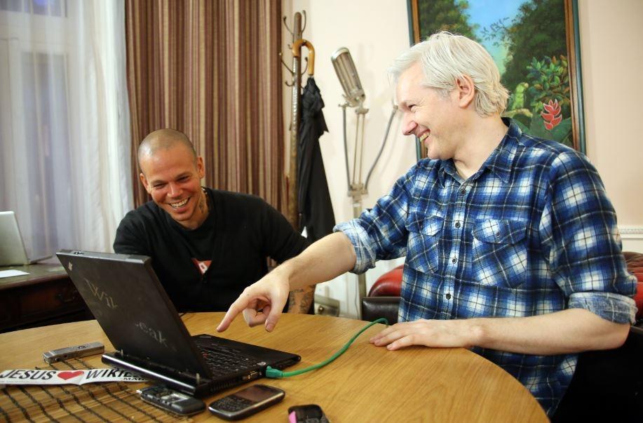 Calle 13 lanza tema realizado con Assange (video)