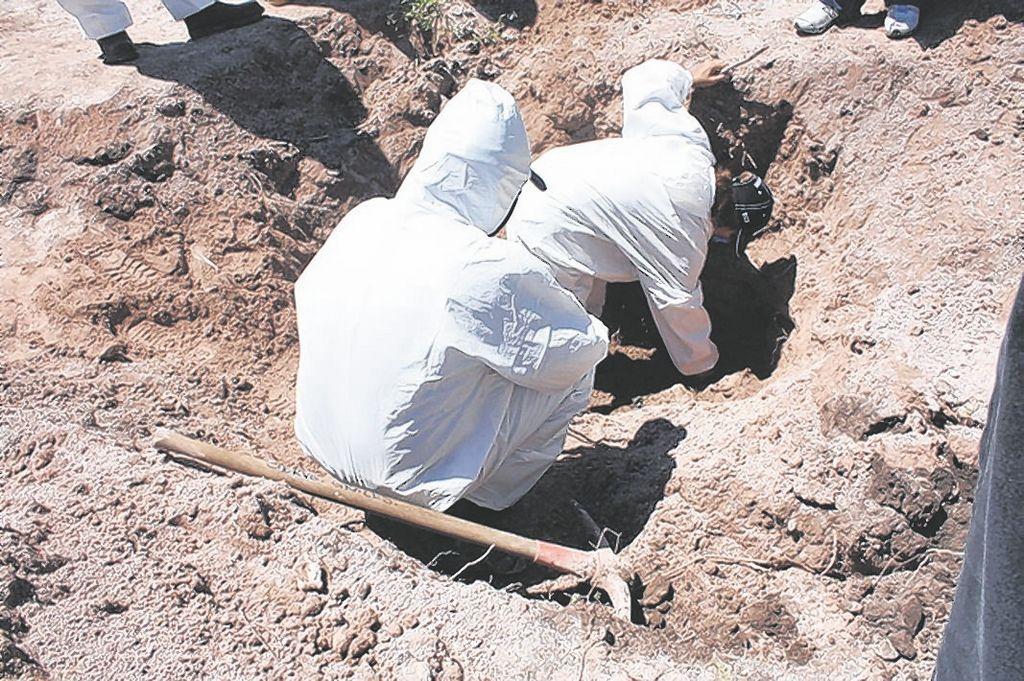 Hallan 18 cuerpos en fosas clandestinas en México