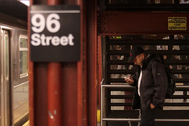 Polémica por uso de celulares en el Subway de NYC