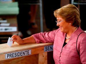 Chilenos eligen entre dos mujeres para presidente