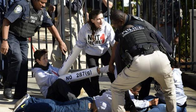 Arrestan a 15 activistas proinmigrantes  en Atlanta