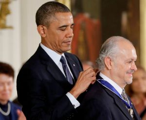 Científico Mario Molina recibe máximo honor de EEUU