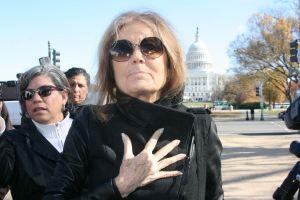 Medalla a feminista pro reforma migratoria Gloria Steinem