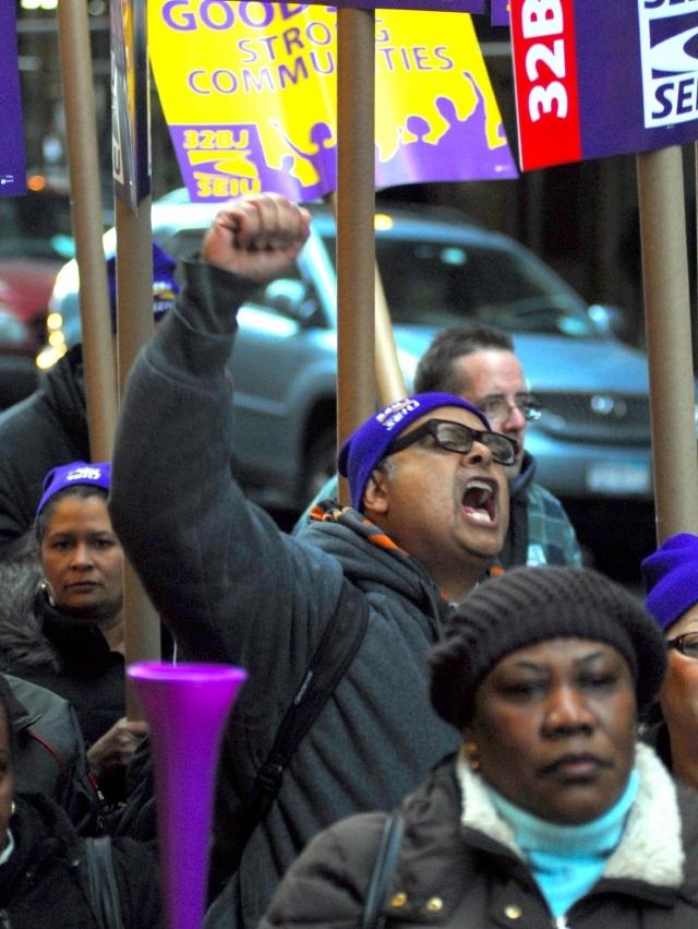 Trabajadores de limpieza en NYC protestan por sueldos