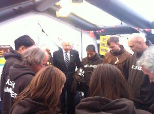 Vicepresidente visita a activistas que ayunan por reforma en Washington