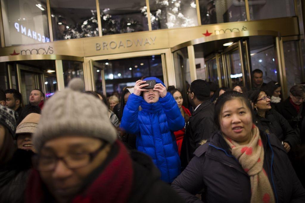 Fila para entrar a Macy's en NYC fue de 15,000 personas