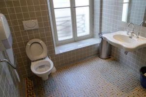 Baños seguros para los adultos