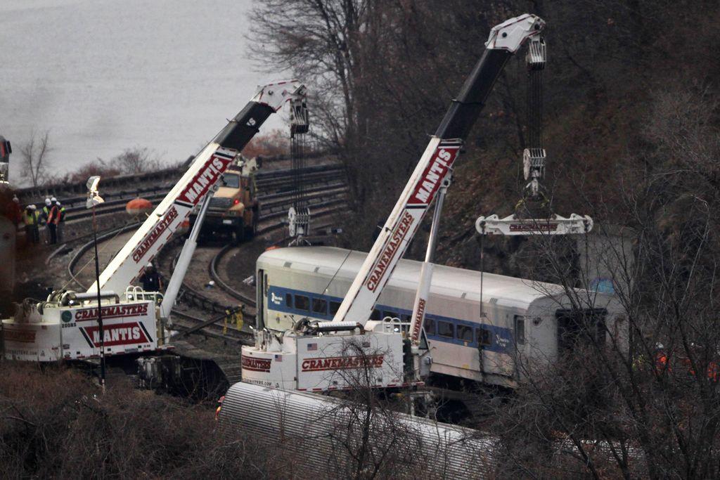 """Hallan segunda """"caja negra"""" de tren descarrilado en El Bronx"""