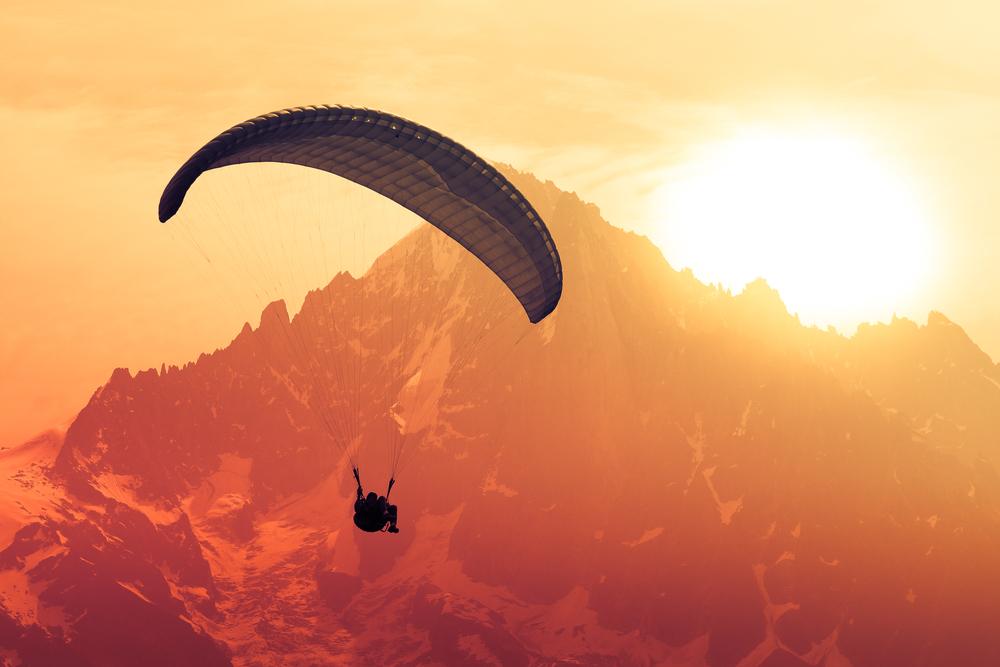 Mueren dos paracaidistas en Arizona tras chocar en el aire