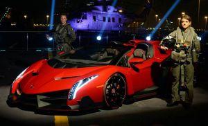 Presentan el Lamborghini Veneno Roadster en un portaaviones