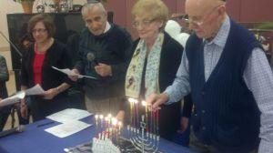 La amistad une a ancianos latinos y judíos en El Bronx