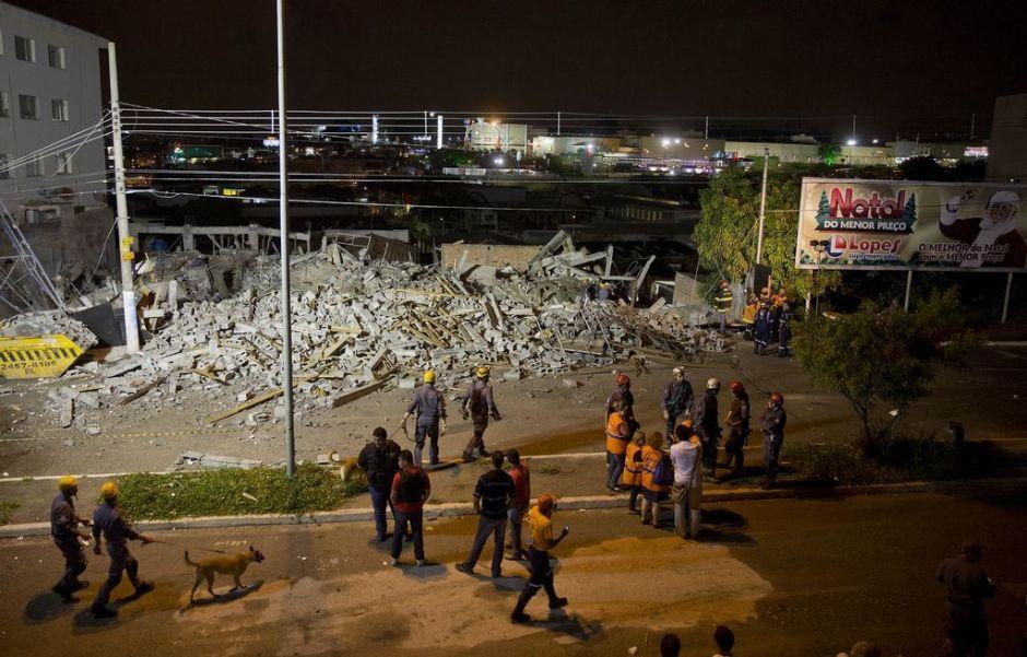 Encuentran un cadáver tras desplome de edificio en Brasil