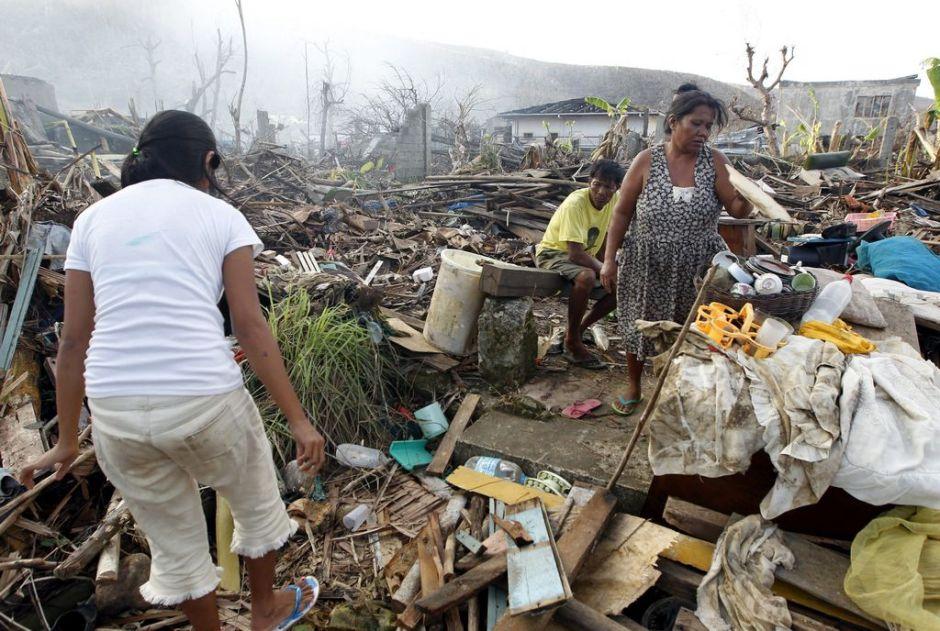 Elevan a 5,700 la cifra de muertos por el tifón en Filipinas