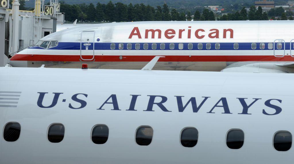 Alza vuelo fusión de American Airlines y US Airways