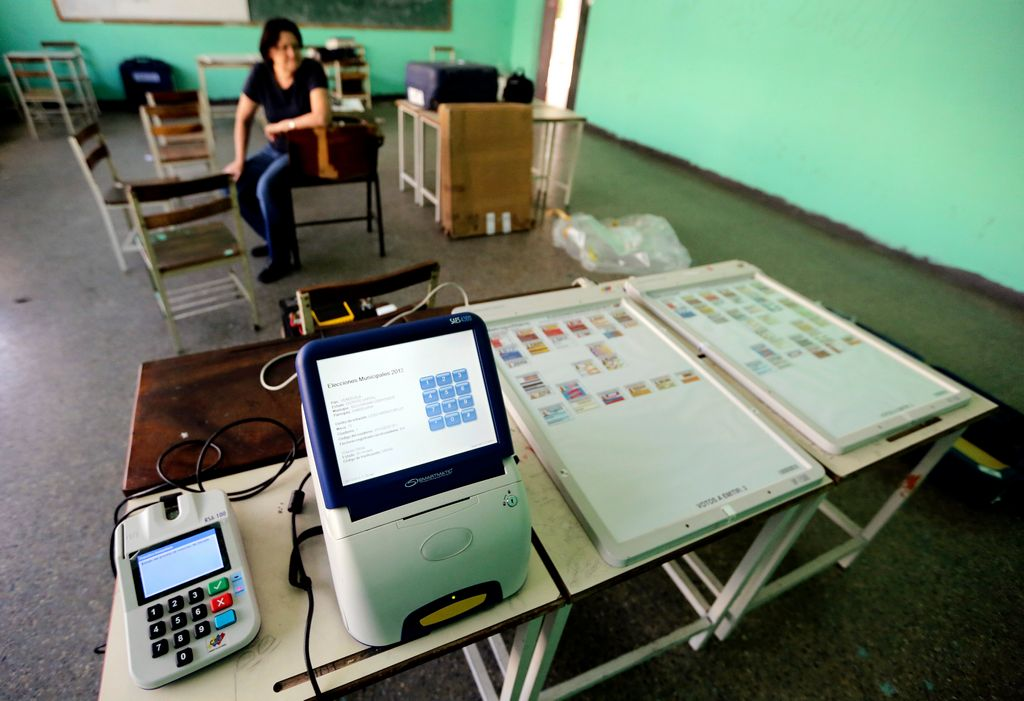 Venezolanos acuden a elecciones municipales