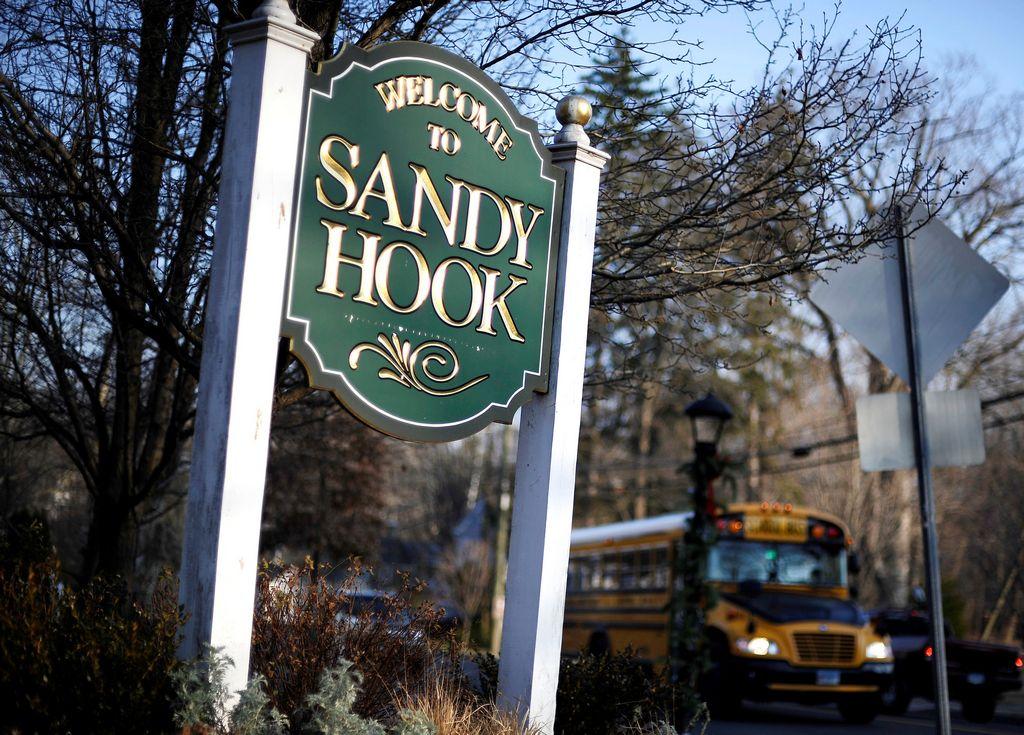 Newtown recuerda con reserva la matanza en Sandy Hook