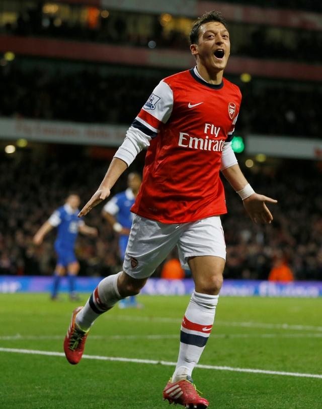 Pese a empatar Arsenal aumenta ventaja