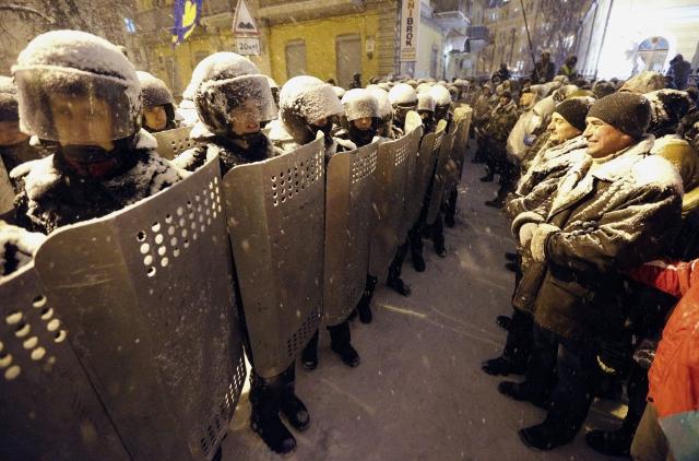 Más protestas contra gobierno de Ucrania