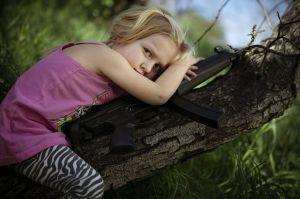 Fusiles en mano, niños exigen acción a EE.UU.  (fotos)
