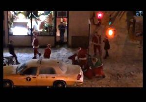 NYPD busca a 8 Santa Claus por pelea en Manhattan (video)