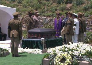 Nelson Mandela fue sepultado en Qunu
