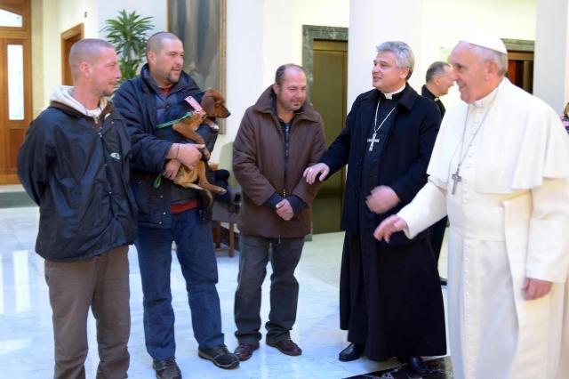 Papa invita a desayunar a desamparados