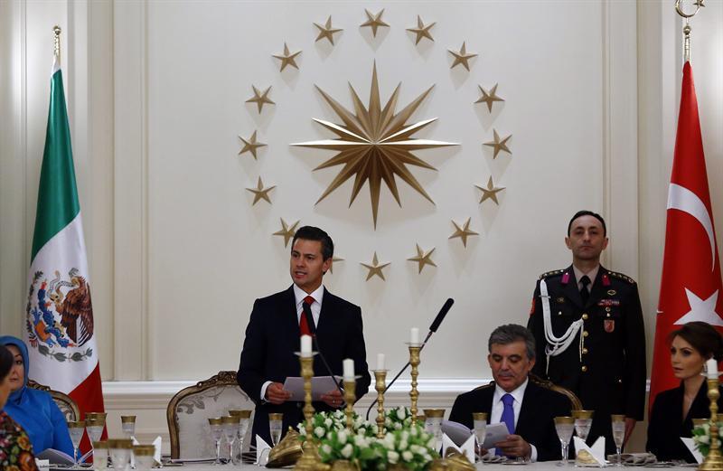 Peña Nieto garantiza seguridad en México a inversiones turcas