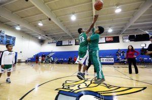 Adolescente promesa del baloncesto muere baleado en violencia desatada en Nueva York