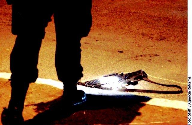 Sicarios ejecutan a joven frente a su novia en Ciudad de México