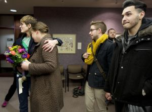 Gays hacen fila para casarse en Utah tras fallo judicial
